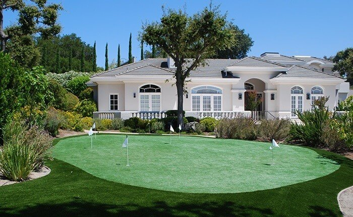 3 Ways a Putting Green in San Antonio, TX Boosts Property Value